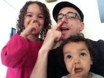 Naomi, Maiwenn et leur SUPER PAPA tonton Julio